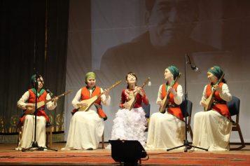 Курсанты военного института и студенты института искусств празднуют юбилей великого писателя
