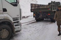ГКДО КР передал МЧС технику для буксировки застрявшего большегрузного автотранспорта