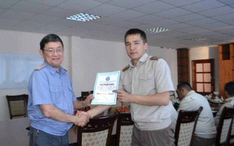 Военнослужащие ВИ ВС КР получили сертификаты в Академии МВД КР