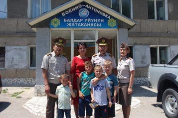 Военные посетили детский дом